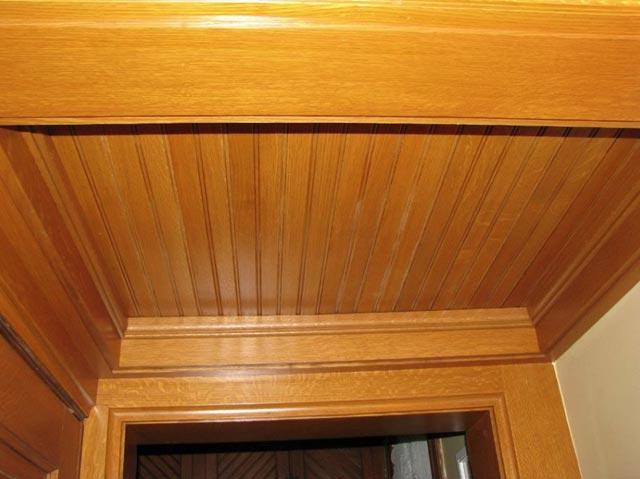Custom milled quarter-sawn oak ceiling.